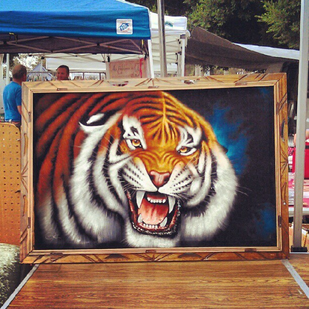 What an amazing Ortiz black velvet tiger painting!! #fleamarketfind #la @MelroseTrdgPost