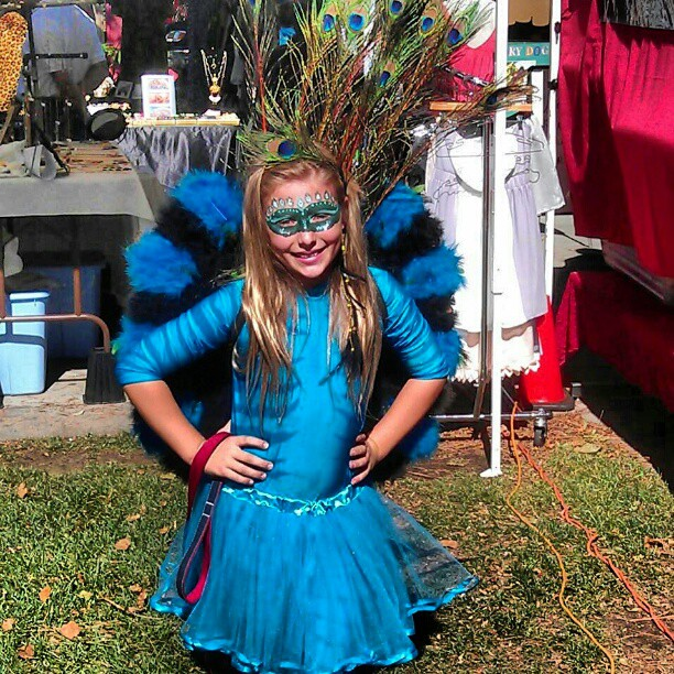 Artist @sunnymayallison makes a very cute peacock!! #MelroseTradingPost #Halloween #costume #fleamarket #peacock
