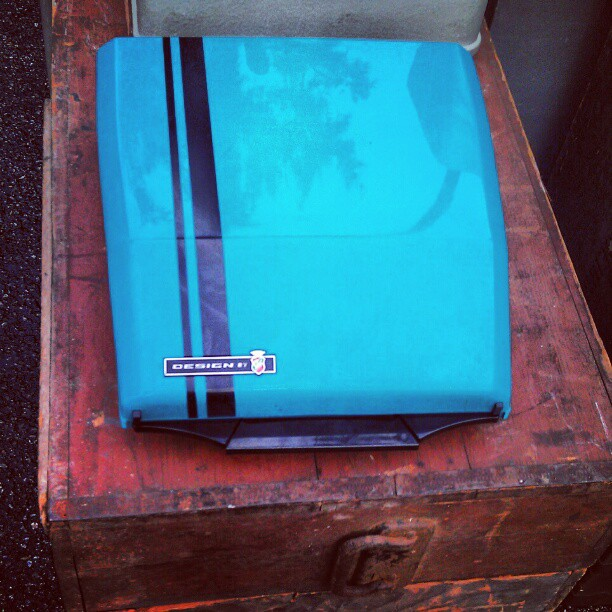 Who knows what this 1970's teal case holds? #trivia #antique #Melrosetradingpost #vintage #1970 #teal