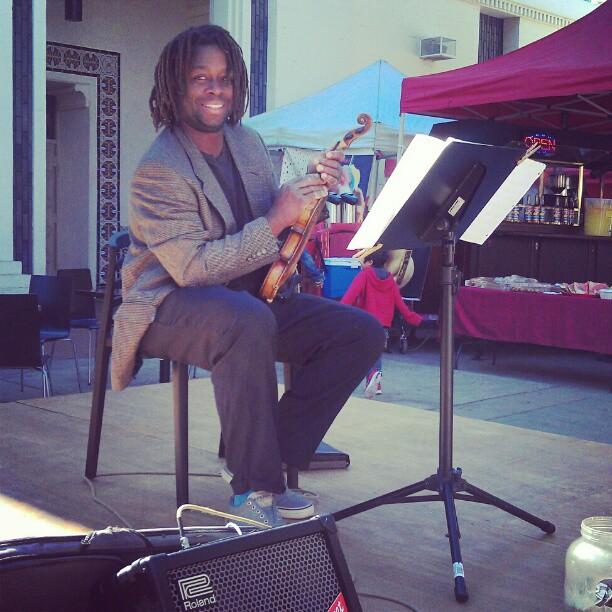 Tamboura was splendid this morning!! #fleamarket #MelroseTradingPost #violin #livemusic