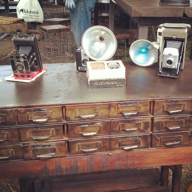 Old cameras and repurposed furniture makes #fleamarket shoppers happy! #Melrosetradingpost #camera #photographer