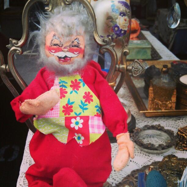 Who is ready for a super seasonal Sunday Sunday?! #soseasonal #SundayFunday #santa #vintage #fleamarket