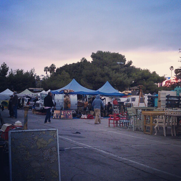 Early this morning while the vendors were setting up we had a beautiful sky! #fleamarket #Melrosetradingpost #la #cloud #sky #morning