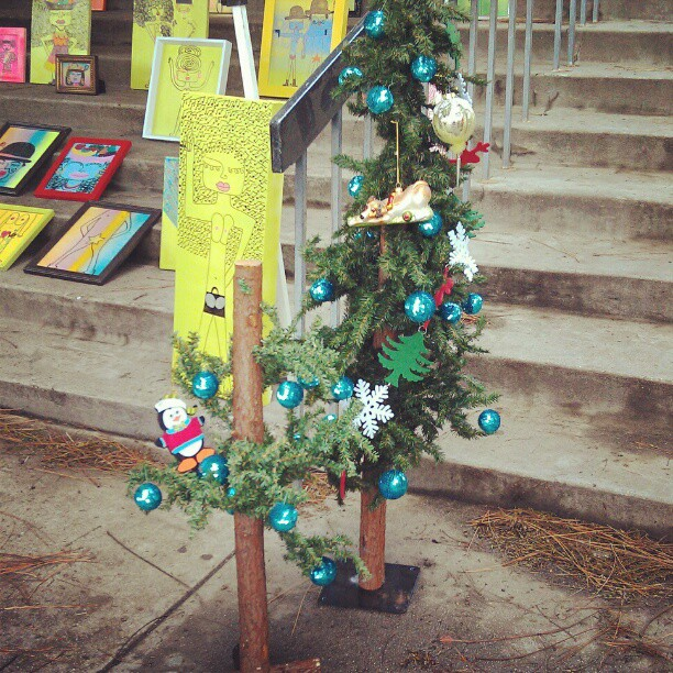 Oh Flea Market Tree, Flea Market Tree! How lovely are your branches!! #soseasonal #Christmas #tree #fleamarket