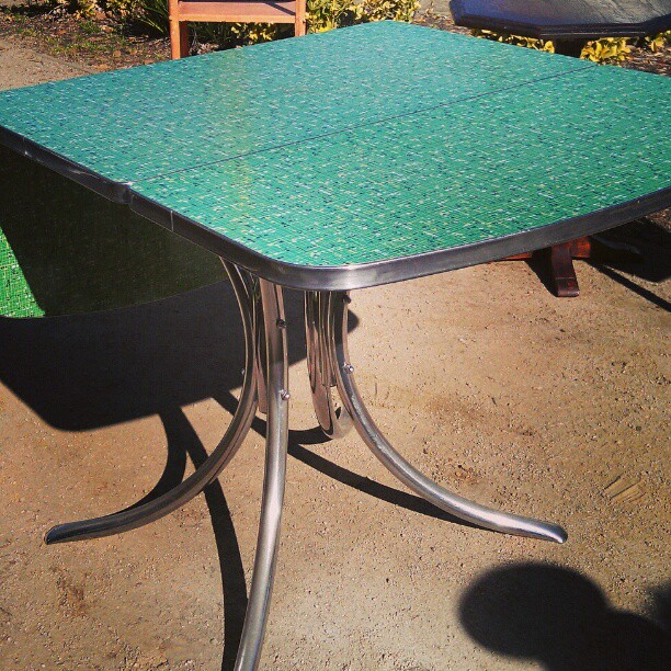 This Early 1950's Formica Table in G1 is in impecable condition. #midcentury #furniture #Melrosetradingpost #fleamarket #1950 #Formica #green #la #lastyle