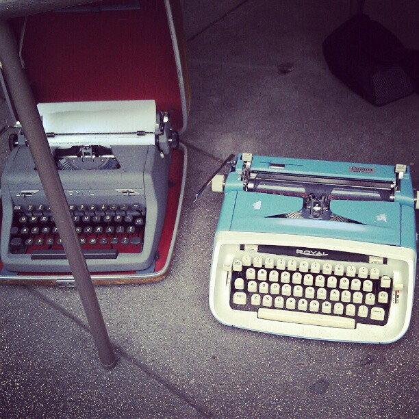 These babies are just waiting for a writer to pick them up, cradle them and love them forever. Will it be you? Will it be a present for your Valentine? #Melrosetradingpost #fleamarket #writer #type #typewriter #vintage