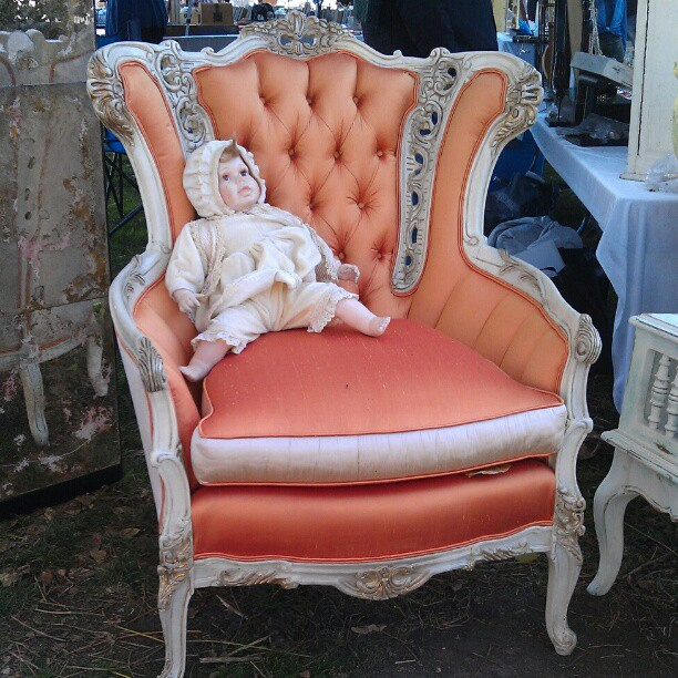 Peach vintage arm chair in G2… So gorgeous! #Melrosetradingpost ...
