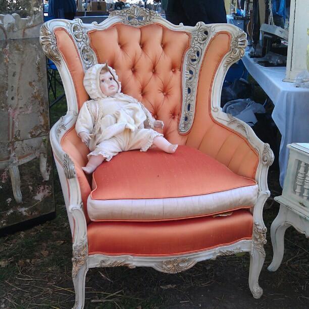Peach vintage arm chair in G2... So gorgeous! #Melrosetradingpost #fleamarket #furniture #chair #vintage #baroque #antique