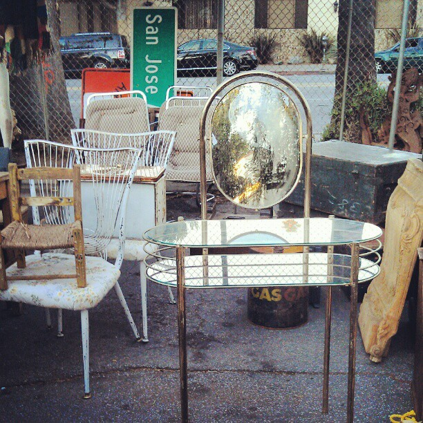 How cute is this little vanity take in Y41? #vintage #retro #Melrosetradingpost #fleamarket #LA
