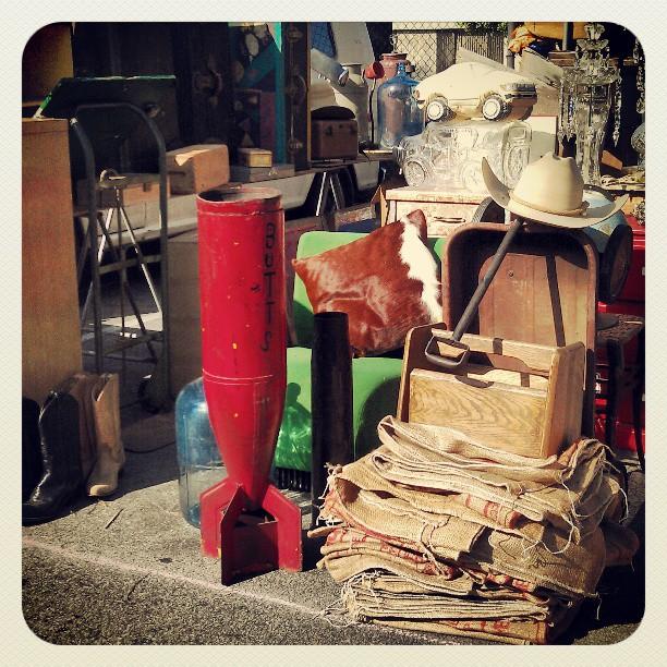 One last look at today's #SundayFunday at the #MelroseTradingPost :)#fleamarket #LA #Losangeles #everysunday #antique #vintage