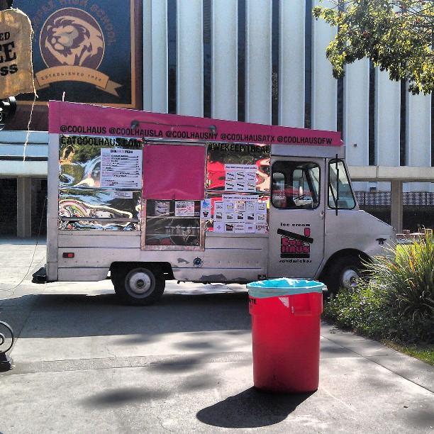 @coolhaus is in the Haus!!#foodtruck #Melrosetradingpost #fleamarket #icecream