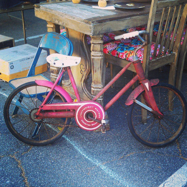 In honor of our friends participating in #Ciclavia, here's the cutest bike in the market! #bikela  #Melrosetradingpost #LA #fleamarket #bicycle #vintage #antique #bike