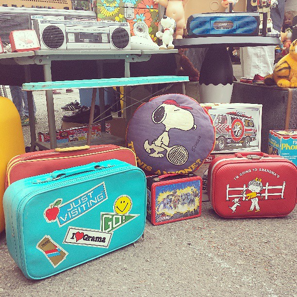 Love love love these little suitcases in B100!