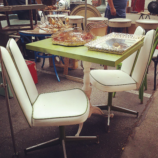 This vintage midcentury dining set is adorable!  It's in Y37 waiting for you!