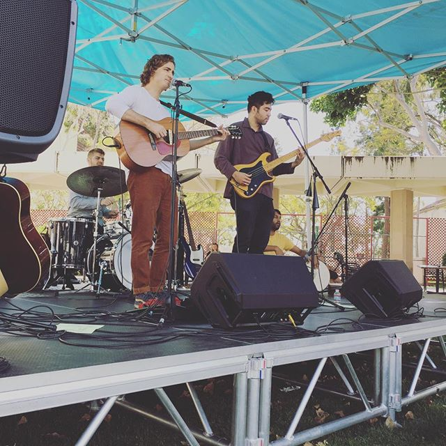 @yesmachine performing at #melrosetradingpost Main Stage, Karl Kerfoot's (@papakerf) songs sounding beautiful on this sunny afternoon. #yesmachine