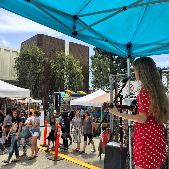 Lucy and La Mer is serenading folks as they go by the MTP Corner Stage. She's so good! @LucyandLaMer#melrosetradingpost #melrose #fairfax #fleamarket #losangeles #california #sundayfunday