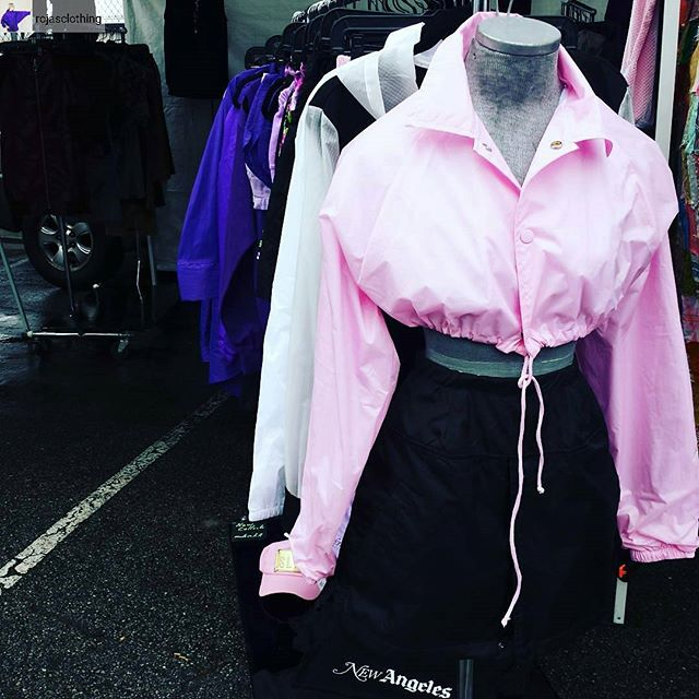 A little drizzle can't keep our vendors away! @rojasclothing has the cropped jacket of your #LAWinter dreams!#Rojasclothing #MelroseTradingPost #mtpfairfax #melrose #Fairfax #fleamarket #losangeles #california #sundayinla #shoplocalla #SundayFunday #shoplocal #localdesigner #losangelesdesigner