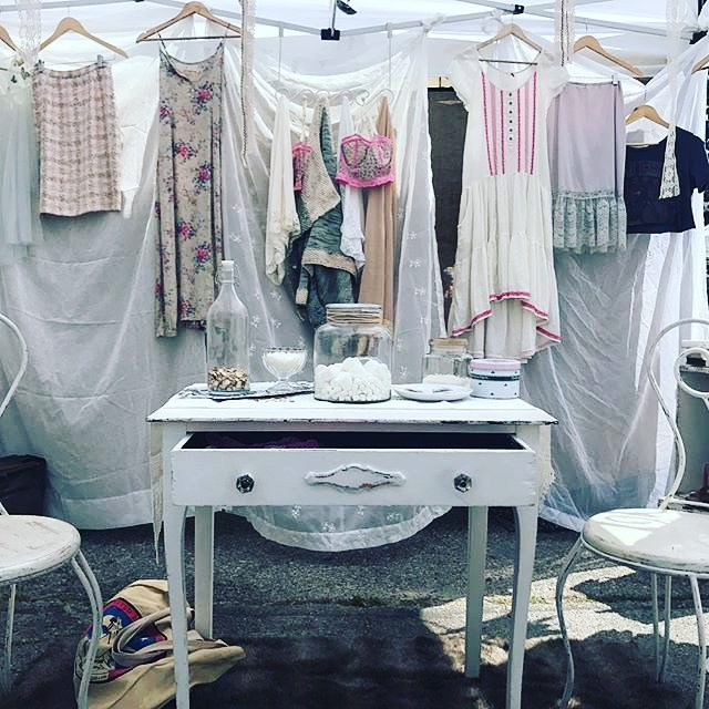 One of the most beautiful shops in the market is #ElizabethandDarcy .Find Kerri and her beautiful booth at the flea for a stunning booth every time! #losangeles #melrosetradingpost #vintage #vintagestyle #vintageclothing #fleamarket #vintagemarket #vintageshopping #sundayfunday #vintageshop #prideandprejudice #mtpfairfax #melrose #fairfax: @yevans007