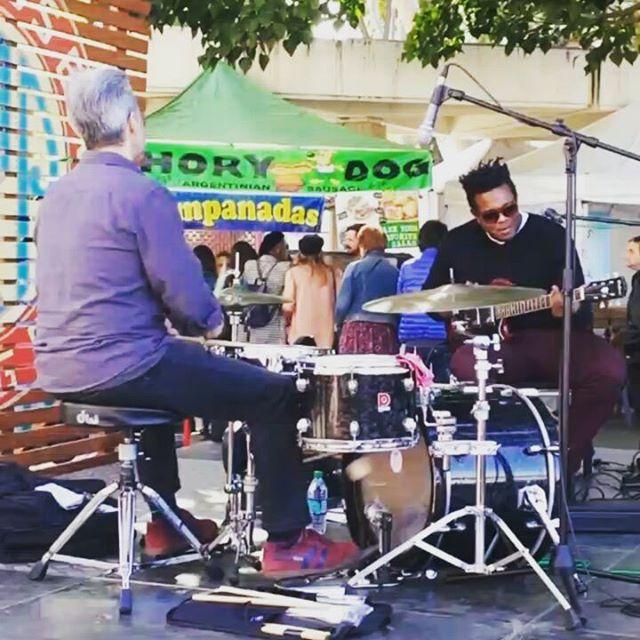 @clintonsings jammin' #Musicofmtp #melrosetradingpost #Mtpfairfax #fleamarketsunday #losangeles #california #Sundayfunday #fleamarket