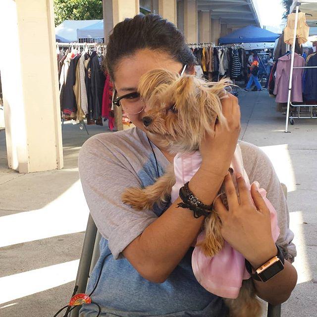 Happiness in one picture with Isabella @iipandaaaii #dogsofmtp #cutiepieoftheday #melrosetradingpost #mtpfairfax #fleamarket #sundayfunday #losangeles #California #fairfaxhigh #fairfaxhs