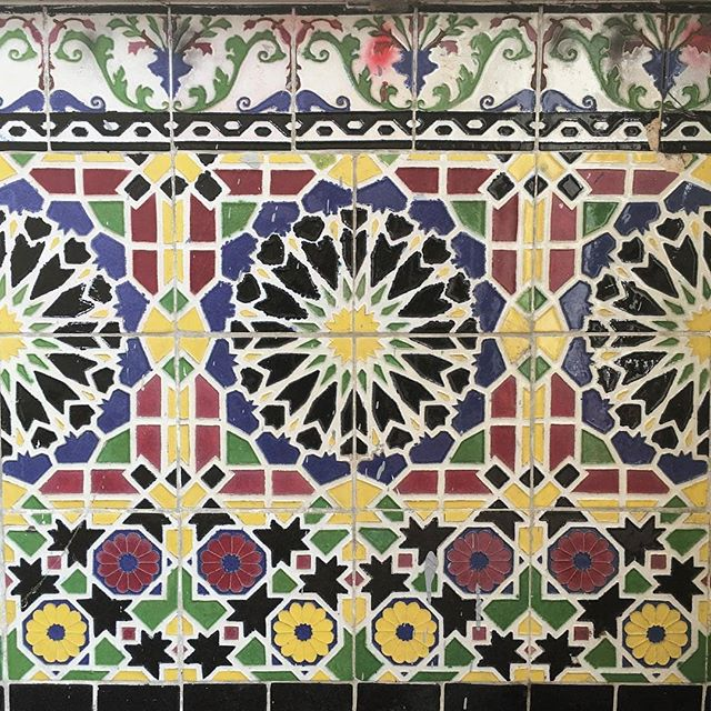 One of the beautiful parts of the @fairfaxhighschool campus is the Rotunda. This building is one of the only original buildings from the 1930s left on campus after the earthquakes that have hit LA since then. Melrose patron @el.caponi took this beautiful photo of the tile work on the magnificent building. Thank you for sharing your #MelroseTradingPost adventure!...#fairfax #fleamarket #losangeles #california #communitymarket #melrose #vintagetile #rotunda #vintagelosangeles