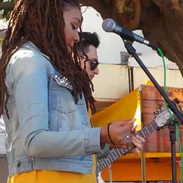 Sydney Ranee is hyping up the stage!! Join her fun at the main stage #Musicofmtp #melrosetradingpost #Mtpfairfax #fleamarketsunday #losangeles #california #Sundayfunday @sydney.ranee