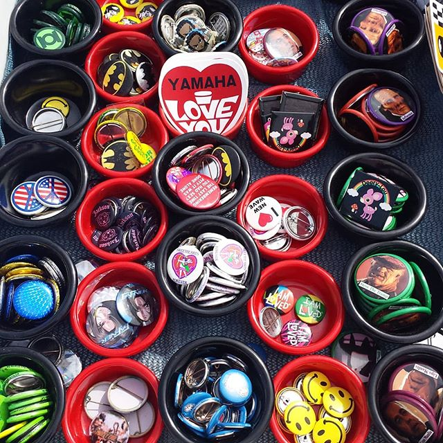 There are cute 1 dollar buttons and patches in B2. Don't miss out on the deal! #melrosetradingpost #mtpfairfax #Melrose #fairfax #fleamarket #losangeles #california #Sundayfunday