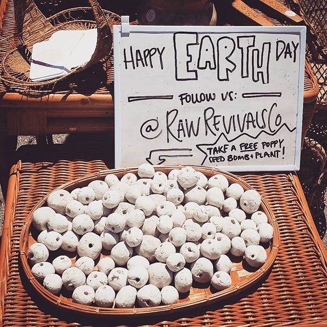 HAPPY EARTH DAY !!! ~ message from B114 @rawrevivalsco Stay green, people :) #melrosetradingpost #Mtpfairfax #losangeles #california #sundayfunday #fleamarket #earthday