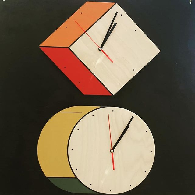 This is an interesting clock. This reminds me of those backpacks that look like they came straight of a cartoon ;) Look for #VeganJewelry at B92 #melrosetradingpost #mtpfairfax #Melrose #fairfax #fleamarket #losangeles #california #Sundayfunday