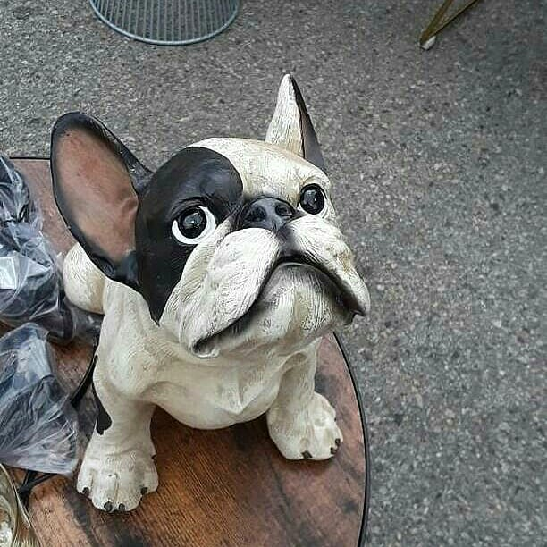 I know this isn't a real dog but this statue is really really cute #MelroseTradingPost #mtpfairfax #Melrose #fairfax #fleamarket #losangeles #california #Sundayfunday #fleamarket #DogsofMTP