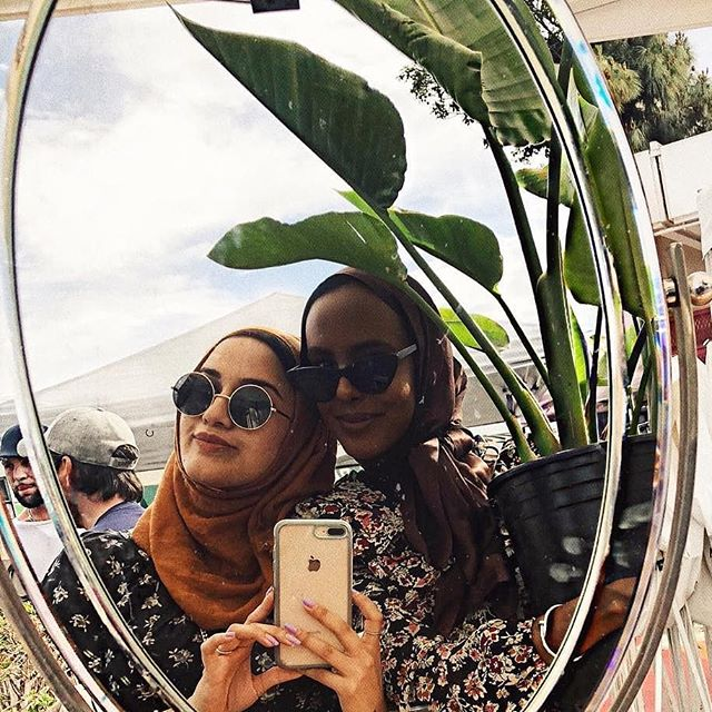 Here we see the beauty of sharing a mirror selfie with a friend and a plant. #melrosetradingpost....Photo from @itsamalworld:Me causally carrying my new plant on my hip like a child#asseenonme #losangeleslife #muslimfashion #muslimwomen #hijabs #muslimahchamber #simplycovered #themodestymovement #hfinspo #hijabstyle_lookbook #modestfashionblogger ...#melrosetradingpost #PeopleofMTP #mirrorselfie #instagood #beauty #adoptaplant #plantshopping #Melrose #fairfax #Sundayfunday #shoplocalla #sundayinla #shoplocal