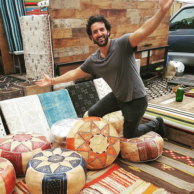 Stop by and say hi to David @daviscrates is in B87 today showing off his custom wood tables, beautiful rugs, pillows, amazing vintage seltzer bottles and many more #homedecor treasures.#melrosetradingpost #melrose #fairfax #fleamarket #losangeles #sundayinla #sundayfunday #peopleofmtp #mtp