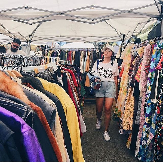 With so many vendors to choose from, there's always something interesting waiting to be found!! Who's your favorite vendor? 📸🎞🛍..: @_katmad..#melrosetradingpost #melroseave #melrose #fairfax #fleamarket #shoplocal