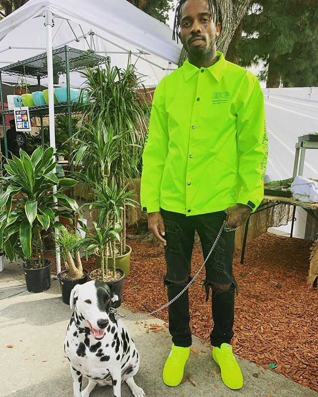 Met this amazing guy @teirwayne4ever with his dog Madonna at #melrosetradingpost dripping in finesse #sundayfunday #style #driptoohard #fashion #cute #puppylove #puppy #dog