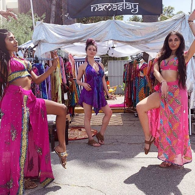 #tbt to last Sunday with @namaslaycollective . They specialize in beautiful traditional Indian clothing which you can checkout on their page as well as the next time they're here at #melrosetradingpost . • • •#fashion #clothing #slay #immaslay #cute #style #glow #killingit #bethere #sundayfunday #toocool #follow #glowing #adorbs #viral #explore