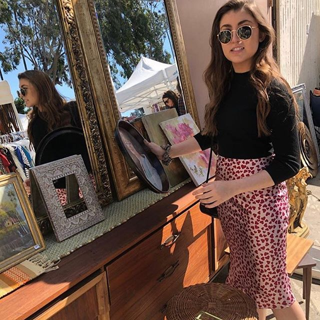 It's beautiful morning to browse beautiful antiques and vintage collectibles. You can find these amazing items in the Y10. #antiques #vintage #collectibles #sundayfunday #fashion #melrose #losangeles #viral #glowy