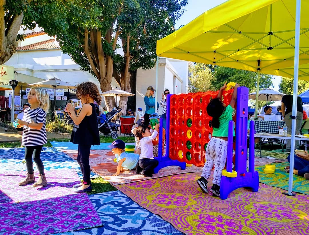 Sunday Funday for the little ones! 😍😊 Make sure to bring them down to the main stage for fun activities! Enjoy your Sunday, Los Angeles here at the Melrose Trading Post